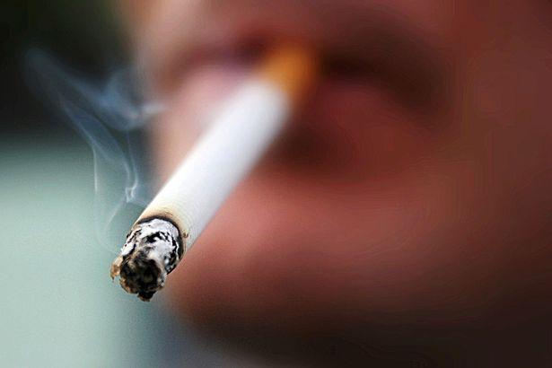 Tác hại đáng sợ của hút thuốc lá với 'của quý': Bác sĩ cảnh báo kích thước có thể bị ảnh hưởng - Ảnh 3.