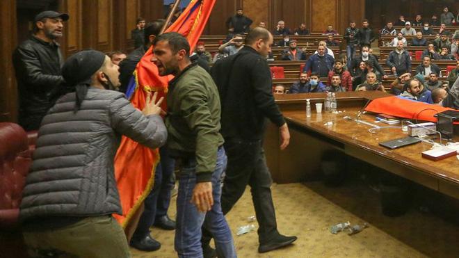 """Armenia đã phải ký hiệp định hòa bình với Azerbaijan bằng """"một phát súng dí vào đầu""""! - Ảnh 2."""