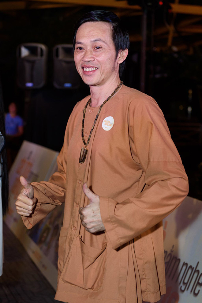 """Hoài Linh xin khán giả đừng """"ném đá"""", tiết lộ lý do mặc áo cũ suốt 5 năm - Ảnh 5."""