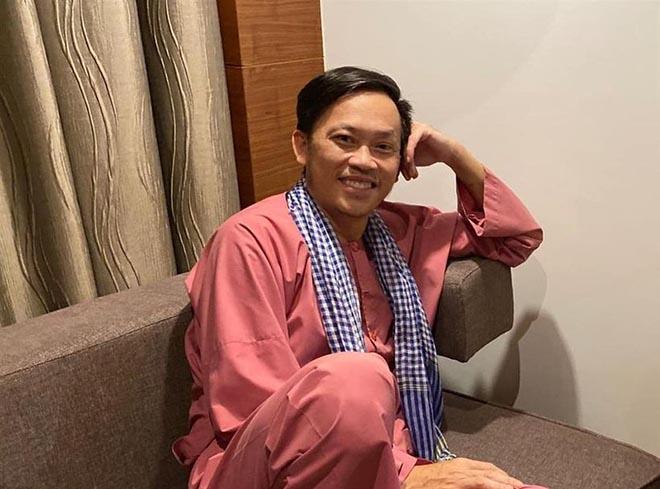 """Hoài Linh xin khán giả đừng """"ném đá"""", tiết lộ lý do mặc áo cũ suốt 5 năm - Ảnh 3."""