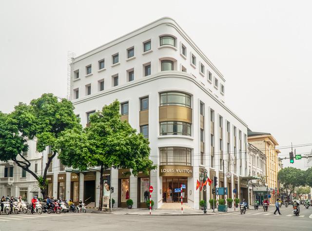 HOT: Louis Vuitton và Christian Dior mở cửa hàng flagship tại Hà Nội - Ảnh 1.