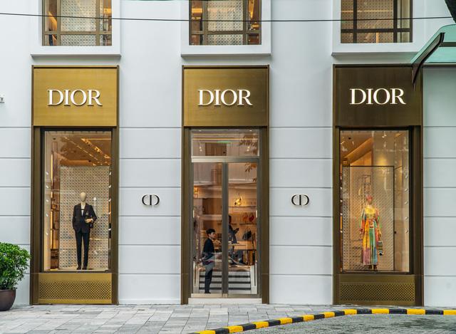 HOT: Louis Vuitton và Christian Dior mở cửa hàng flagship tại Hà Nội - Ảnh 3.