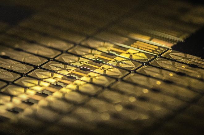 Từng tuyên bố sẽ tạo ra máy tính lượng tử mạnh nhất lịch sử, công ty Honeywell công bố sản phẩm đầu tiên: Hệ thống H1 với 10 qubit - Ảnh 2.