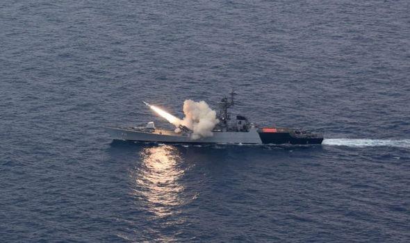 Hải quân Ấn Độ phá hủy tàu dằn mặt Trung Quốc - Ảnh 1.