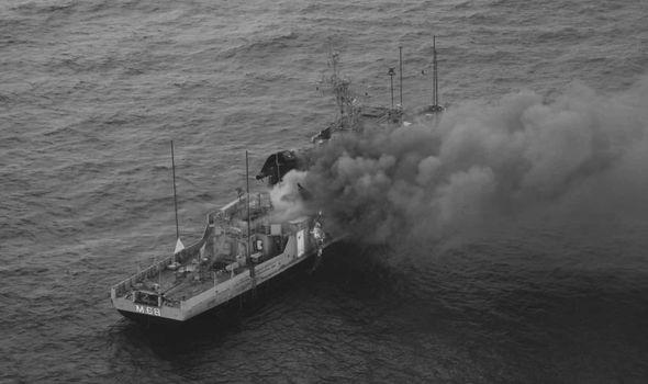 Hải quân Ấn Độ phá hủy tàu dằn mặt Trung Quốc - Ảnh 2.