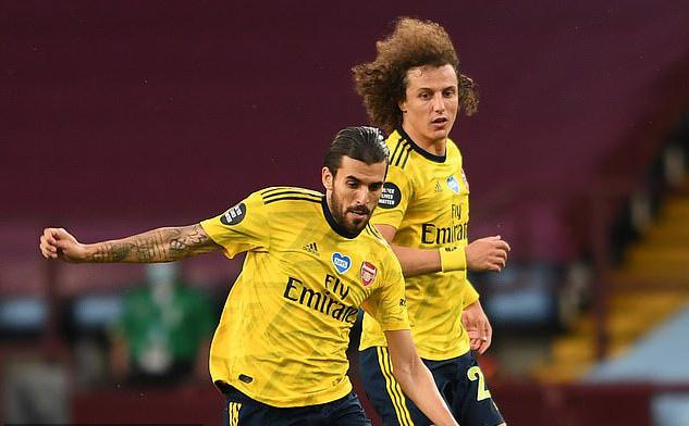 David Luiz đấm Ceballos ngay trong buổi tập của Arsenal - Ảnh 1.