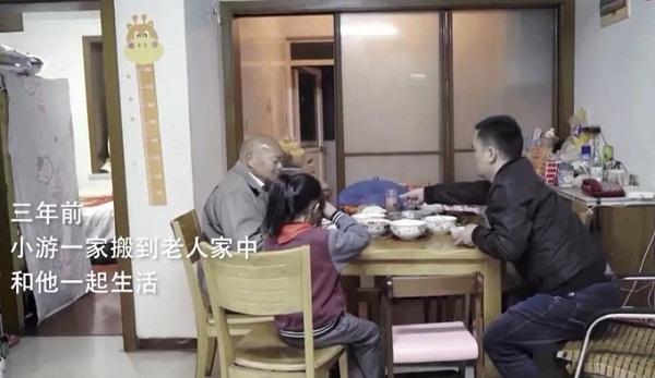 Hiện tại ông đang có những ngày tháng cuối đời hạnh phúc bên cạnh gia đình Tiểu Du - Ảnh: Thepaper