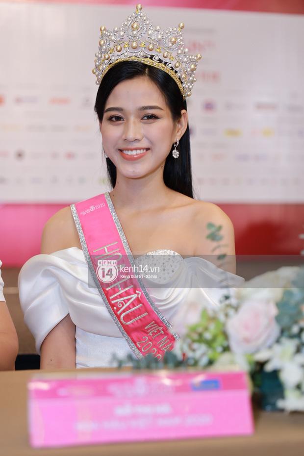 Bị đào lại phát ngôn nói tục trên Facebook, Hoa hậu Đỗ Thị Hà vui vẻ trả lời: Em không phải là gu của nhiều người - Ảnh 1.