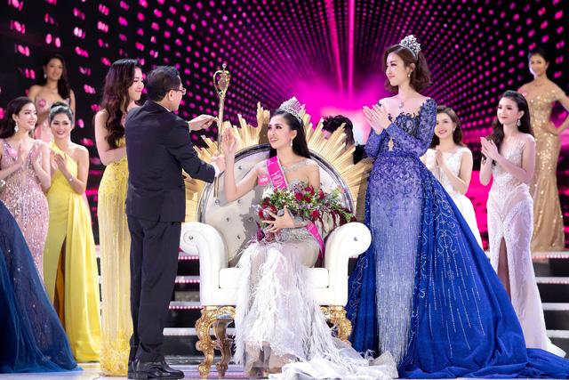 Soi biểu tượng quyền lực của Hoa hậu Việt Nam trong Thập kỷ hương sắc - Ảnh 2.