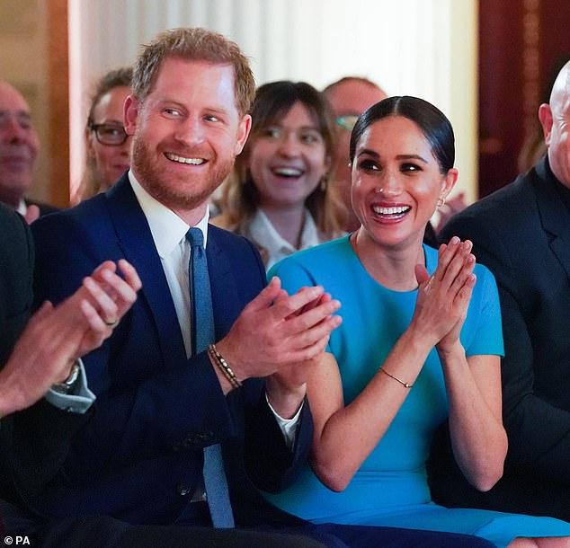 Nhà Meghan Markle dính nghi án qua mặt Nữ hoàng Anh giao dinh thự cho công chúa và phản ứng của vợ chồng Công nương Kate gây chú ý - Ảnh 1.