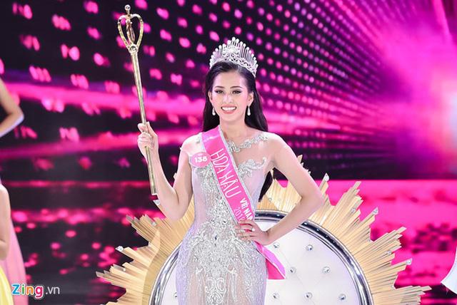 Soi biểu tượng quyền lực của Hoa hậu Việt Nam trong Thập kỷ hương sắc - Ảnh 3.