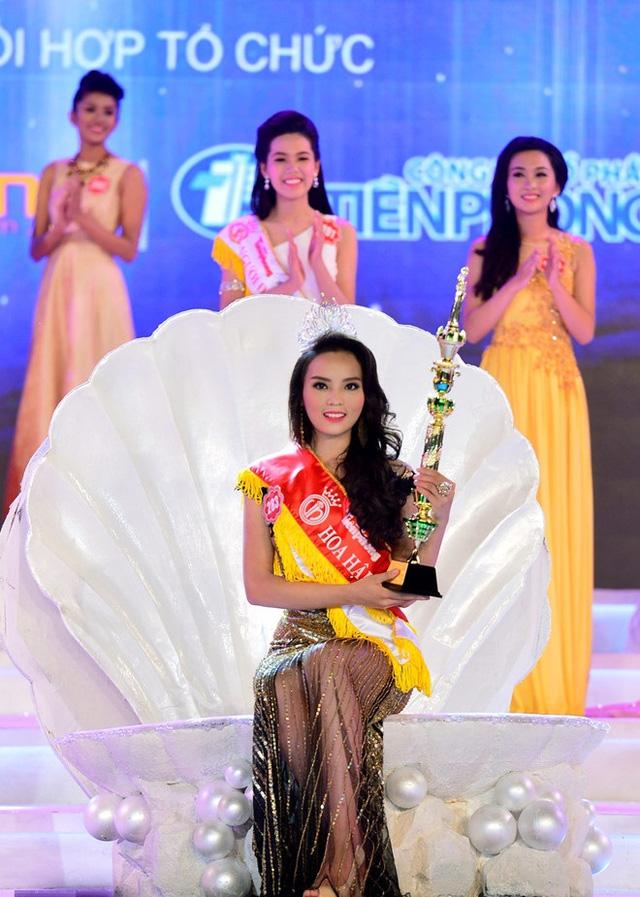 Soi biểu tượng quyền lực của Hoa hậu Việt Nam trong Thập kỷ hương sắc - Ảnh 7.