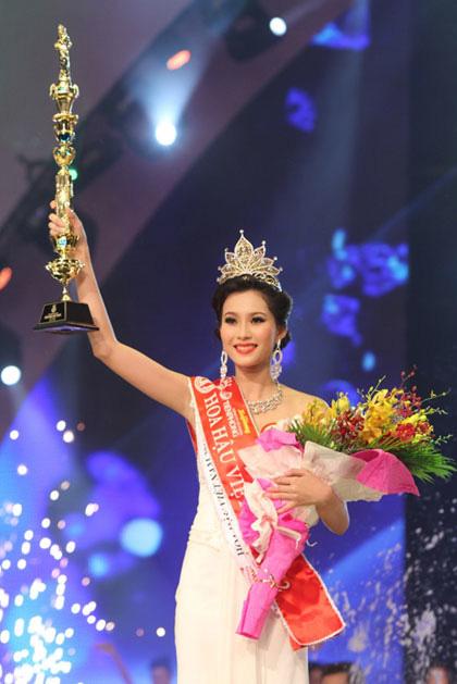 Soi biểu tượng quyền lực của Hoa hậu Việt Nam trong Thập kỷ hương sắc - Ảnh 9.