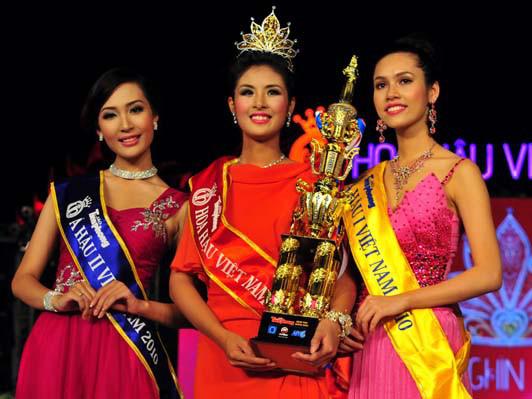 Soi biểu tượng quyền lực của Hoa hậu Việt Nam trong Thập kỷ hương sắc - Ảnh 10.