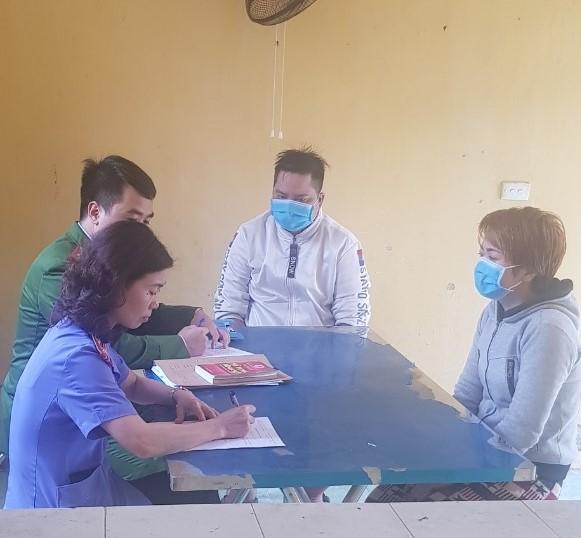 Bà chủ quán bánh xèo ở Bắc Ninh dùng bàn chải kim loại, chày, xẻng để hành hạ 2 nhân viên - Ảnh 4.