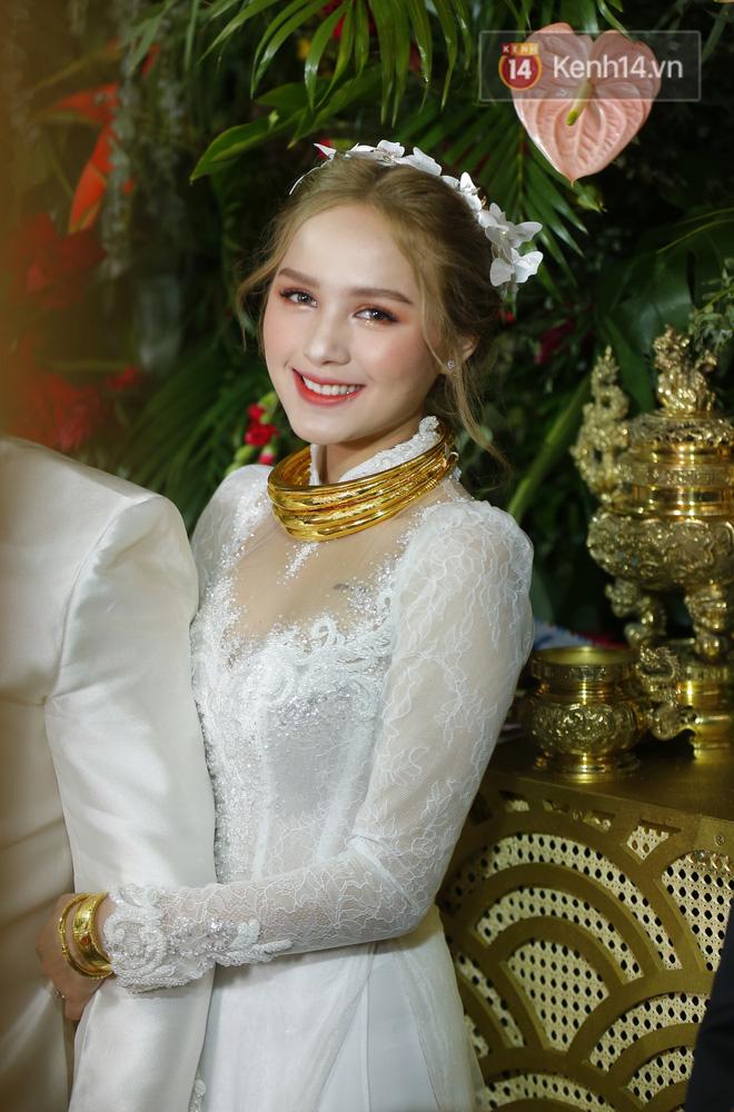 Hội gái xinh bỏ cuộc chơi từ năm 18, 19 tuổi: Người mặc váy cưới 28 tỷ, người được trao 200 cây vàng làm của hồi môn - Ảnh 2.