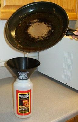 Lý do bạn không được đổ thức ăn dầu mỡ vào toilet - Ảnh 2.