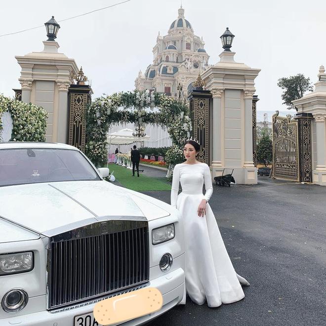 Hội gái xinh bỏ cuộc chơi từ năm 18, 19 tuổi: Người mặc váy cưới 28 tỷ, người được trao 200 cây vàng làm của hồi môn - Ảnh 16.
