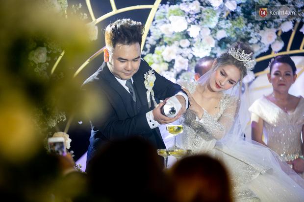 Hội gái xinh bỏ cuộc chơi từ năm 18, 19 tuổi: Người mặc váy cưới 28 tỷ, người được trao 200 cây vàng làm của hồi môn - Ảnh 4.