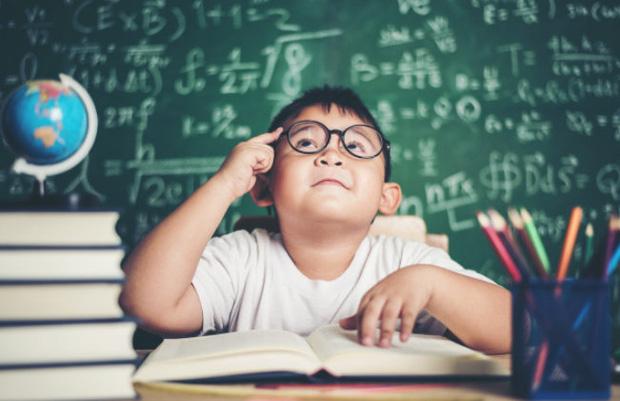 Bị gọi lên bảng kiểm tra bài cũ nhưng quên không học, nữ sinh viết 1 dòng chữ kèm theo biểu cảm khiến ai nấy ôm bụng cười - Ảnh 3.