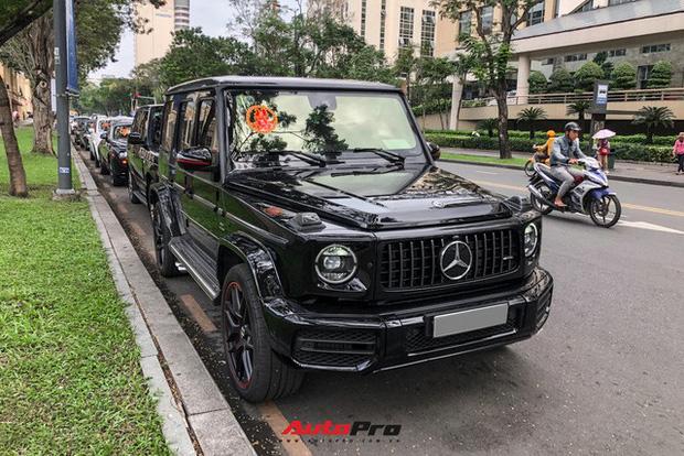 HOT: Loạt xe khủng đưa dâu trong đám hỏi Phan Thành, chú rể cầm lái Rolls-Royce Wraith 34 tỷ đồng - Ảnh 4.
