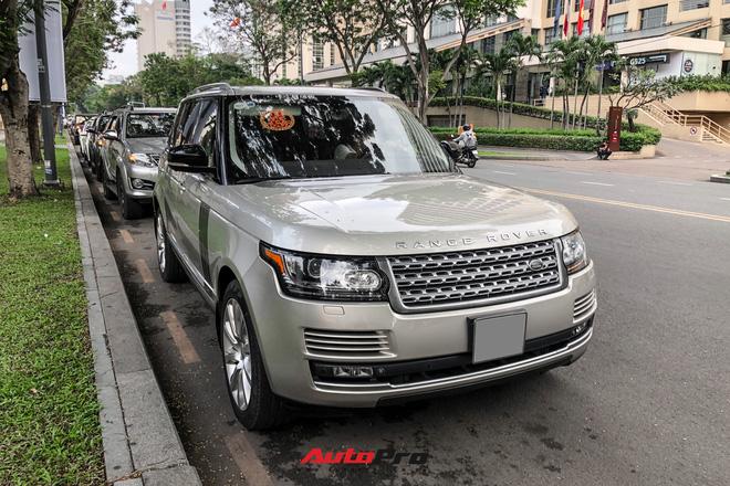 HOT: Loạt xe khủng đưa dâu trong đám hỏi Phan Thành, chú rể cầm lái Rolls-Royce Wraith 34 tỷ đồng - Ảnh 6.