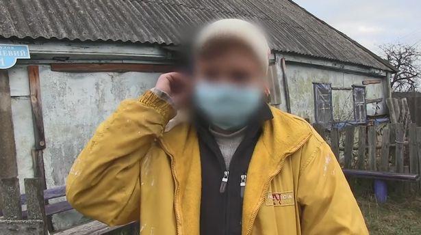 Người đàn ông sững sờ khi hàng xóm nhờ kéo 1 thứ ở dưới nhà vệ sinh lên, cảnh sát phải vào cuộc - Ảnh 2.