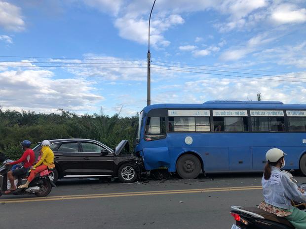 Đồng Nai: Xế hộp Audi nát đầu khi tông trực diện xe buýt, nhiều hành khách la hét kêu cứu - Ảnh 1.