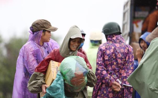 Tinh thần đỏ sát cánh bên miền Trung: Hy vọng mang lạc quan trở về sau cơn bão