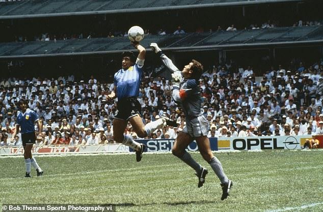 2 bàn thắng rung chuyển thế giới đưa tên tuổi Maradona trở thành bất tử - Ảnh 1.