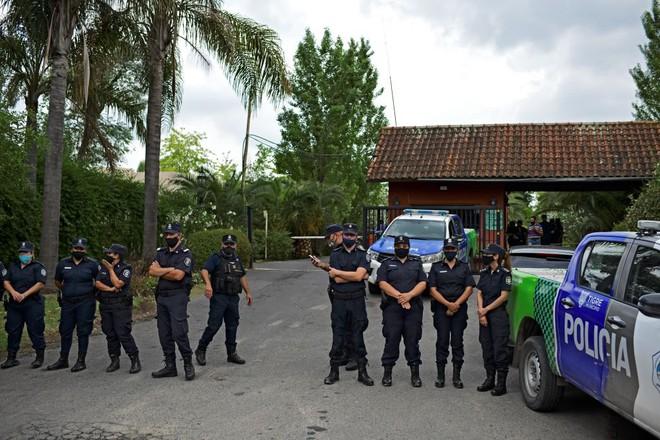 Cảnh sát vào cuộc điều tra, công bố nguyên nhân khiến Maradona qua đời - Ảnh 2.