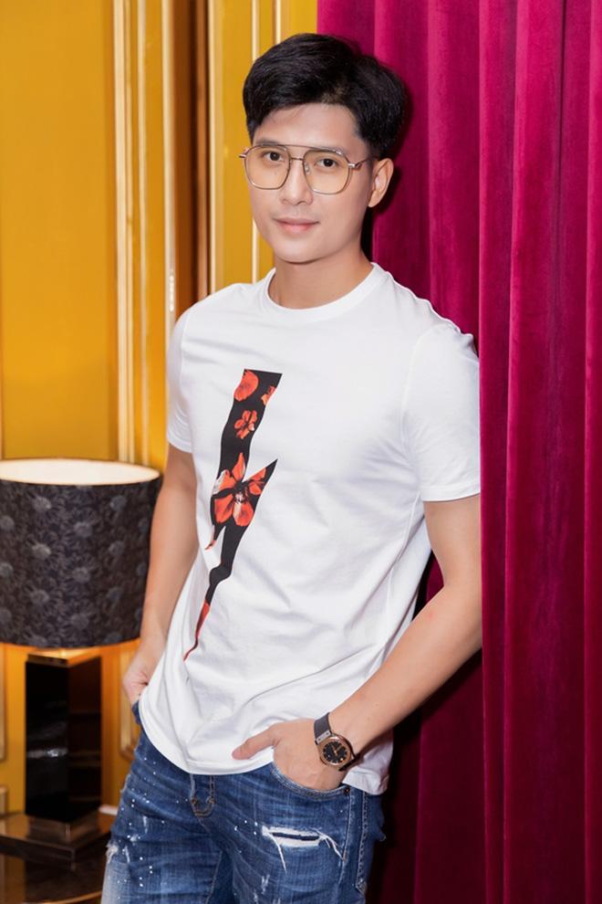 Dính tin đồn hẹn hò Lệ Quyên, Lâm Bảo Châu bất ngờ đăng ảnh thử đồ cưới kèm chú thích 'Rồi mai anh lại là chú rể' - ảnh 6