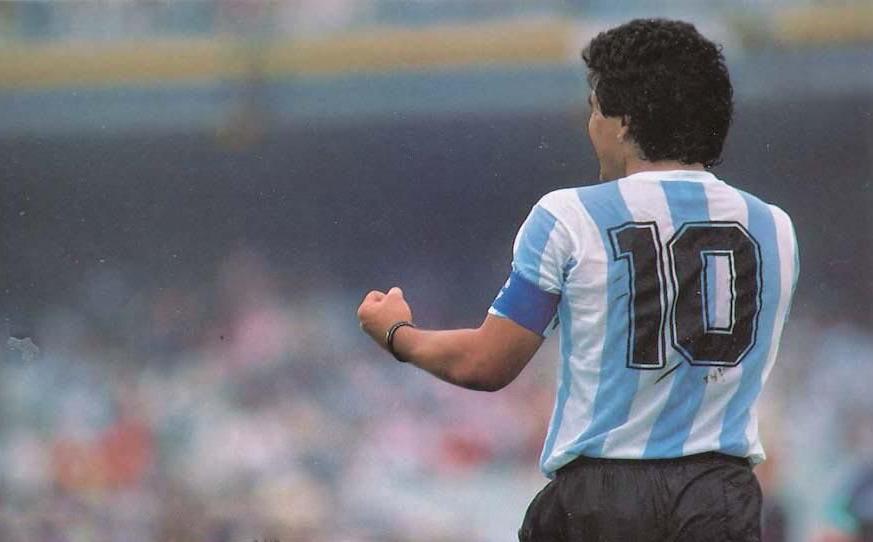 """""""Vì Maradona, FIFA nên tước bỏ chiếc áo số 10 ở mọi đội bóng trên thế giới"""""""