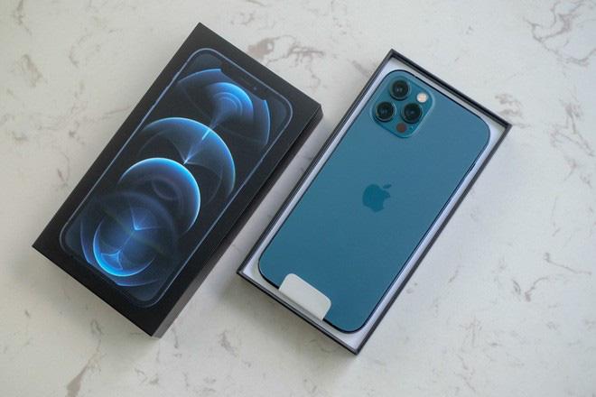 Khách đặt mua trước iPhone 12 nổi đóa vì xếp hàng 5 tiếng đến tận nửa đêm mà về tay không - Ảnh 5.
