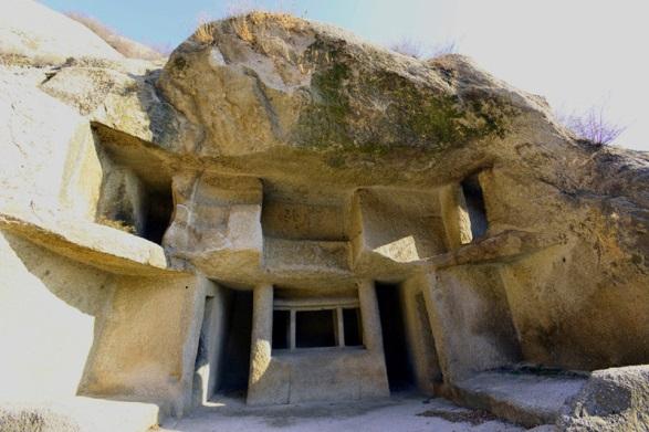 Mật mã khảo cổ: Đại mê cung tạc trên vách đá dựng đứng từ thời Tam Quốc thuộc về ai? - Ảnh 3.
