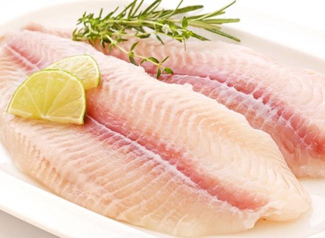 Mẹo để cá phi lê không bị nát, chiên lên miếng cá vàng rộm, đậm đà - Ảnh 1.