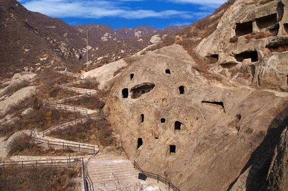 Mật mã khảo cổ: Đại mê cung tạc trên vách đá dựng đứng từ thời Tam Quốc thuộc về ai? - Ảnh 5.