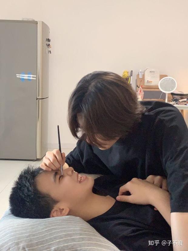 Bị chị gái lôi ra làm mẫu makeup, cậu bé được dân tình 'đặt gạch' vì vẻ ngoài mỹ nam đầy hứa hẹn - ảnh 3