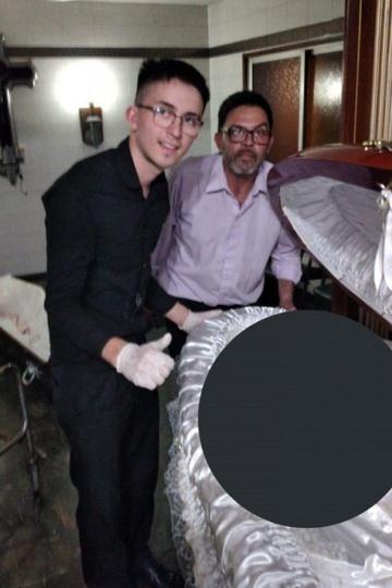 Nhân viên tang lễ thanh minh, xin lỗi gia đình Maradona - Ảnh 1.