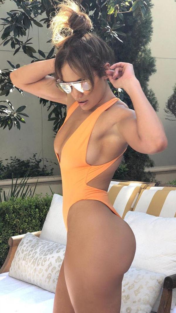 Jennifer Lopez: Nữ hoàng nhạc Pop 4 đời chồng, tuổi 51 vẫn cực gợi cảm - Ảnh 6.