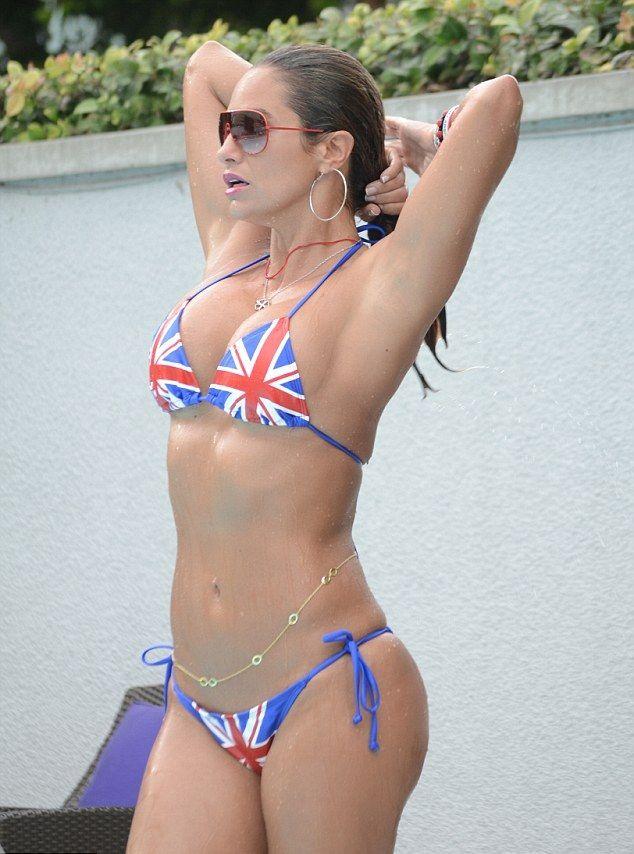 Jennifer Lopez: Nữ hoàng nhạc Pop 4 đời chồng, tuổi 51 vẫn cực gợi cảm - Ảnh 4.