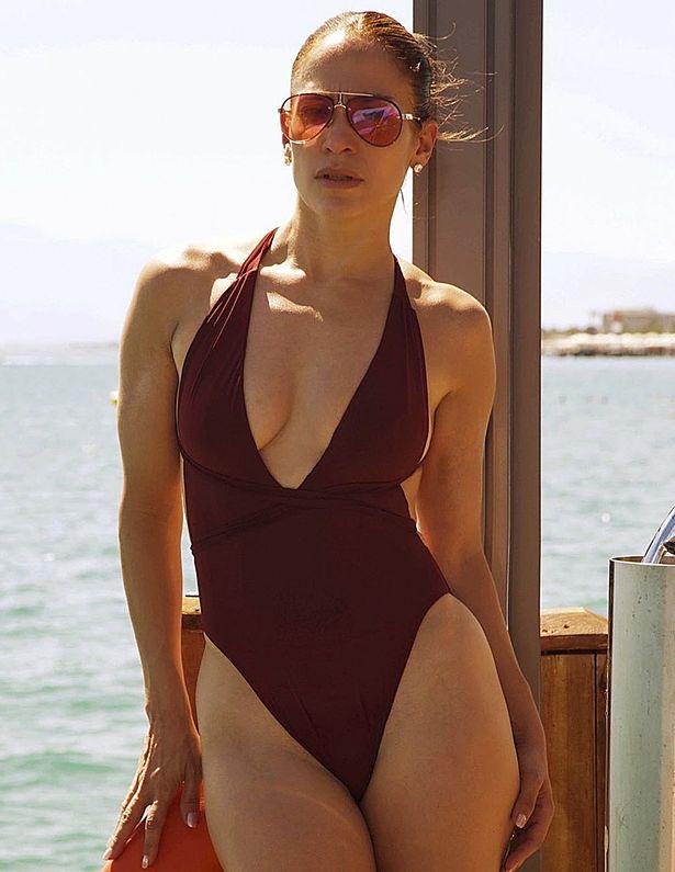 Jennifer Lopez: Nữ hoàng nhạc Pop 4 đời chồng, tuổi 51 vẫn cực gợi cảm - Ảnh 1.