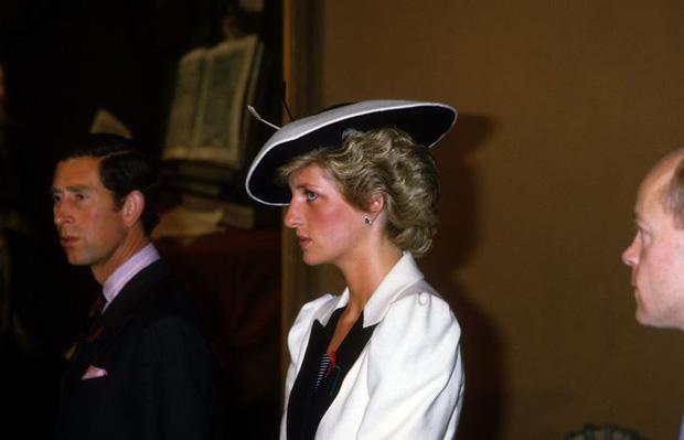 Gương mặt gầy, lộ cả xương má xương hàm của Công nương nước Anh bởi bà luôn ám ảnh phải giảm cân