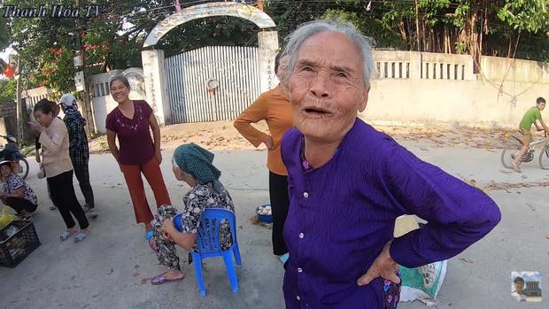 Bà hàng xóm ngóng Đỗ Thị Hà về làng từng ngày, vui quá nhầm từ Hoa Hậu Việt Nam sang... nhất thế giới - ảnh 2