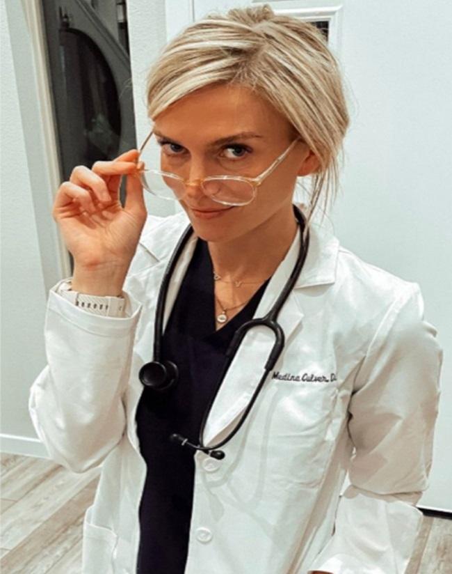 Dáng chuẩn và gợi cảm, nữ bác sĩ bị chỉ trích quá xinh đẹp để làm ngành y - Ảnh 5.