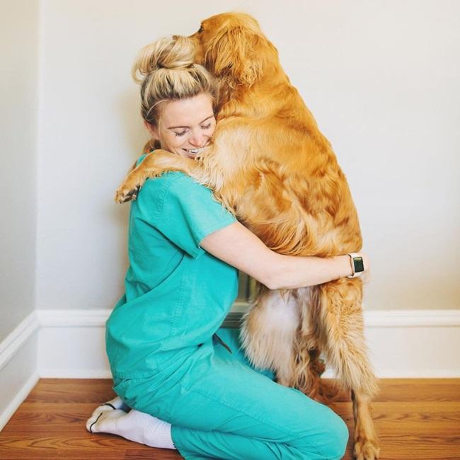 Dáng chuẩn và gợi cảm, nữ bác sĩ bị chỉ trích quá xinh đẹp để làm ngành y - Ảnh 6.