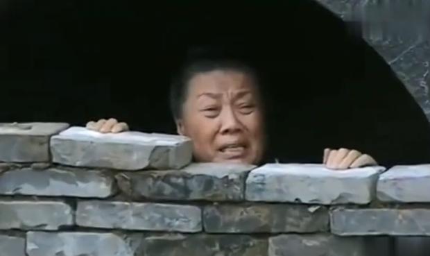 Phong tục tang lễ tàn khốc nhất Trung Quốc: Xây mộ chôn sống cha mẹ già, mỗi ngày đưa cơm kèm theo một viên gạch - Ảnh 8.