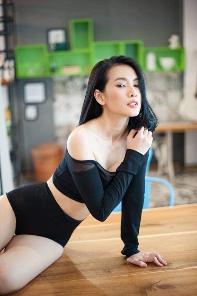 Cựu siêu mẫu Anh Thư diện bikini gợi cảm, khoe dáng nuột nà