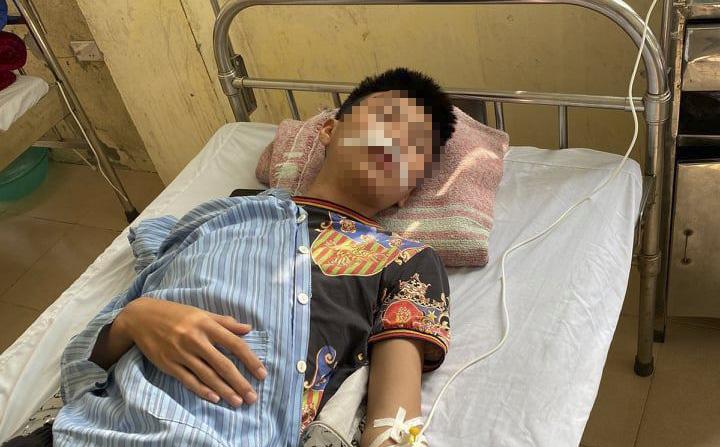 Hà Nội: Nam sinh lớp 11 bị đánh hội đồng đến rách miệng, gãy một phần răng cửa