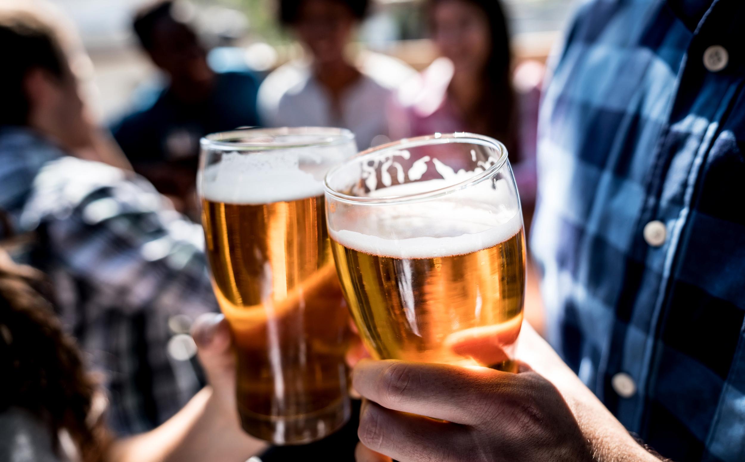 Những thời điểm uống rượu có thể cực kỳ nguy hiểm: Nên tránh để không gây hậu quả cho sức khoẻ